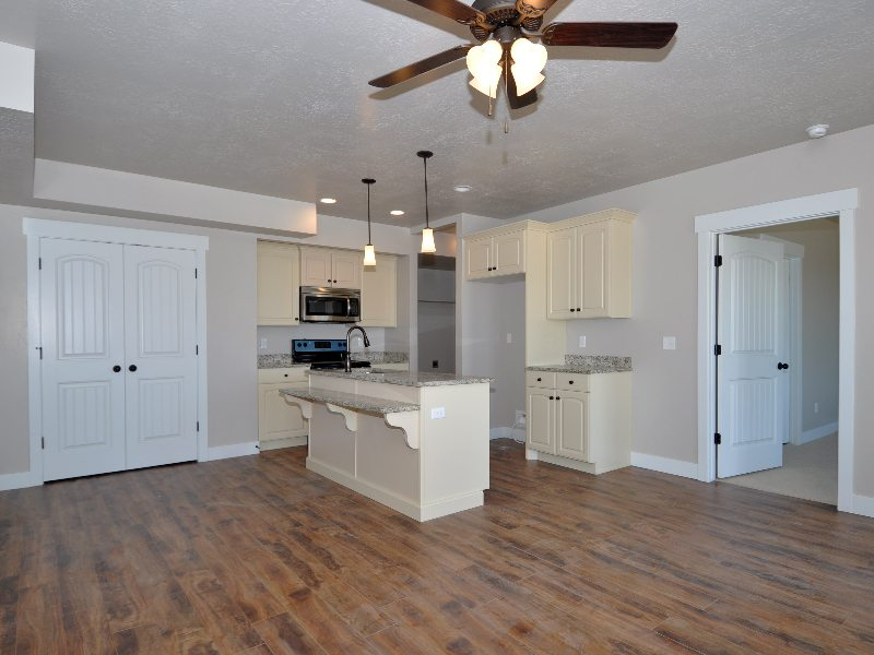 4 downstairs kitchen3-min