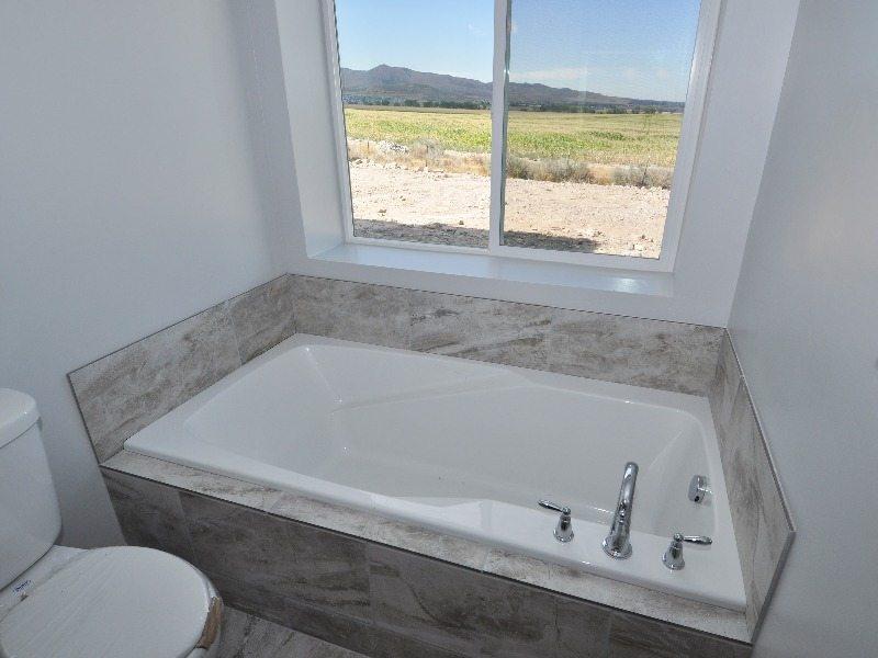 4 downstairs master bath2-min