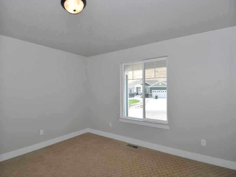 7 bedroom2-min