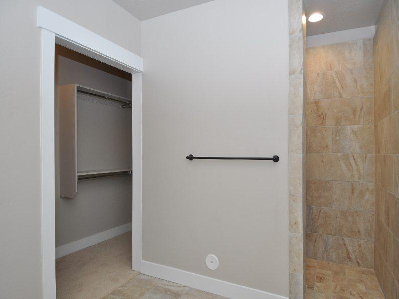 8 downstairs bath2-min